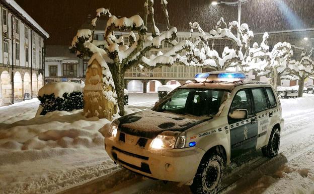 Imagen de una patrulla de la Guardia Civil durante las últinas nevadas/BurgosConecta