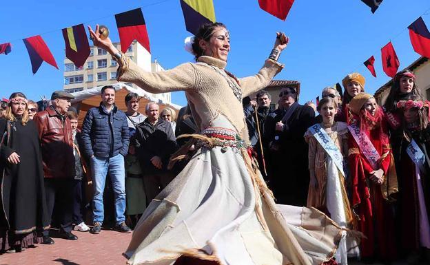 Una bailarina y músicos han animado la jornada/CLR