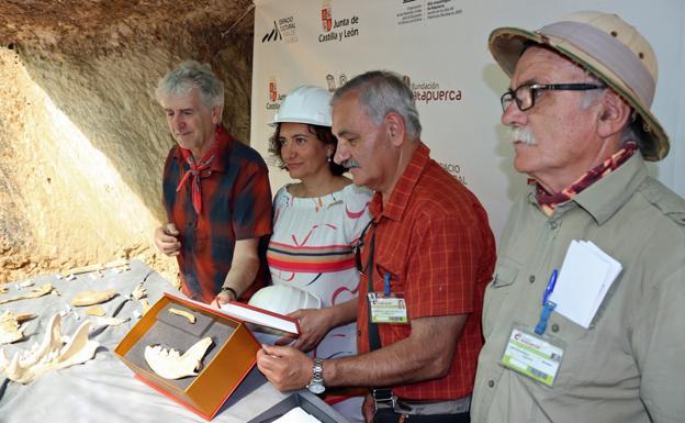José Luis Arsuega, María Josefa García Cirac, José María Bermúdez de Castro y Eudald Carbonell/IAC