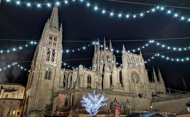 El espíritu de la Navidad se siente en la iluminación de la ciudad