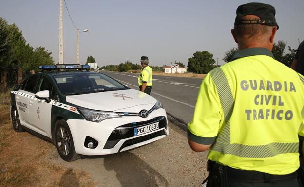 Agentes de la Guardia Civil de Tráfico.